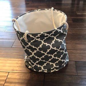 Laundry/storage basket